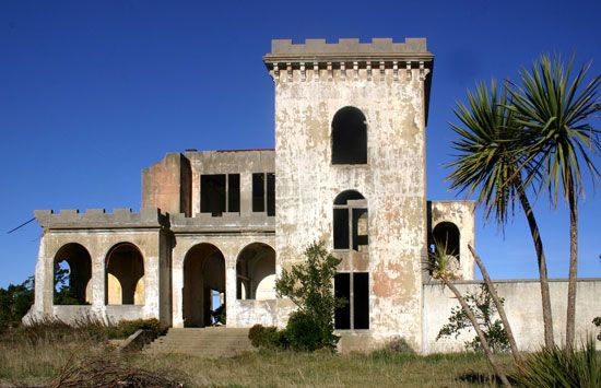 Cargill's Castle- abandoned castle in Dunedin. MUST check it out.