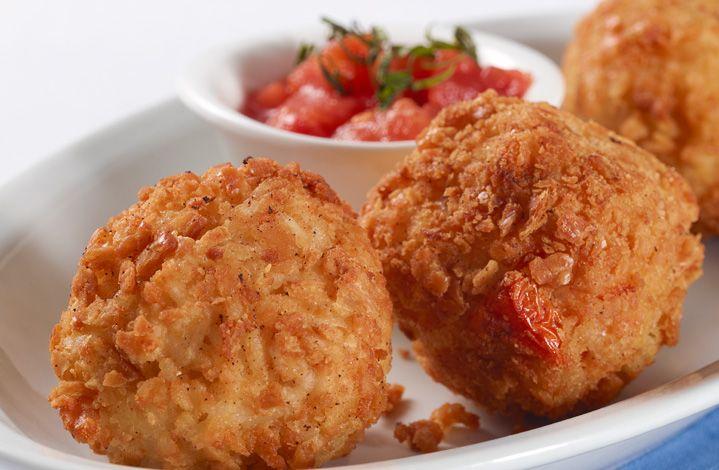 Sorprende a tu familia con estas croquetas de arroz y queso con tomate.  #Crema de Leche #NESTLÉ