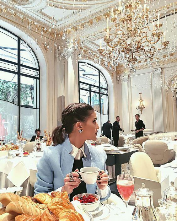 Luxury Restaurant with Glamorous Decor   www.bocadolobo.com #bocadolobo #luxuryfurniture #exclusivedesign #interiordesign #designideas #livingroomideas #decoration #homedecor #livingroomdecor