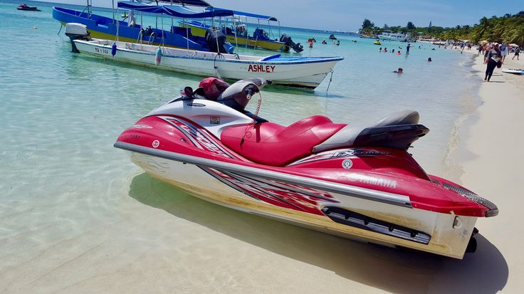 "See 7 Things to Do in Roatan Honduras on the travel blog. West Bay beach has all the activities you can think of! Jet skis, water jets, snorkel tours and more. Read ""7 Awesome things to see and do in Roatan"" on the blog."