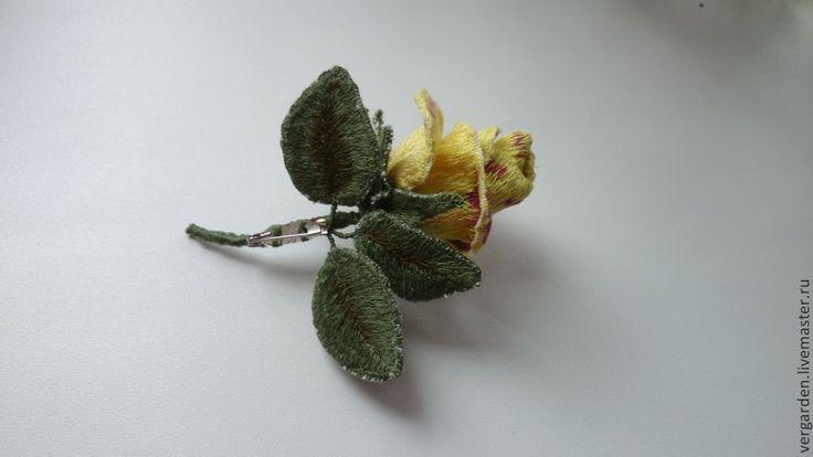 """Купить Брошь вышитая """"Роза Gloria Dei"""" - розы, бутон, вышивка, хлопок, гладь"""