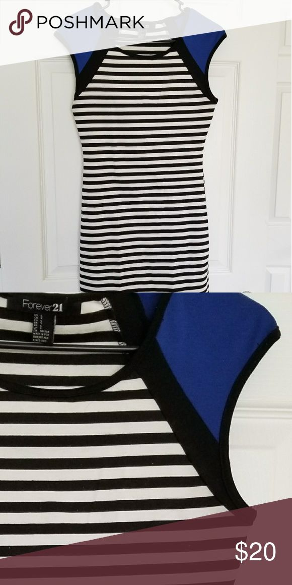 NWOT striped bodycon dress Suuuuuper cute black and white striped bodycon dress with pretty royal blue sleeves. Form fitting and really flattering. STRETCHY material. Awesome dress for going out or to dress down and wear for a day on the town! Great condition. Amazing dress!! Forever 21 Dresses Mini
