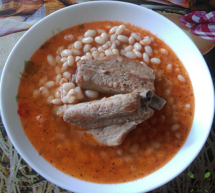 Fasole cu costiță de porc. Astăzi cu gândul la bunica mea, am preparat o mâncare cu care dânsa des ne servea))   #Cimbru #Costițe de porc #Fasole #Roșii