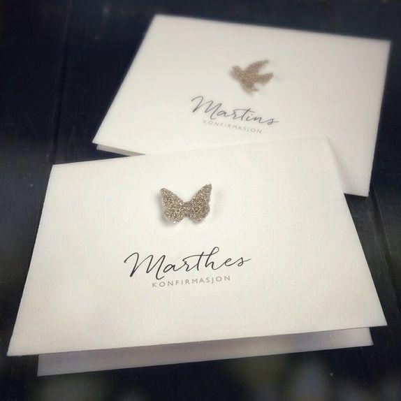 Invitasjoner til konfirmasjon med håndlaget sommerfugl og øyenstikker i sølv - og konfirmantens navn i vakker skrift.