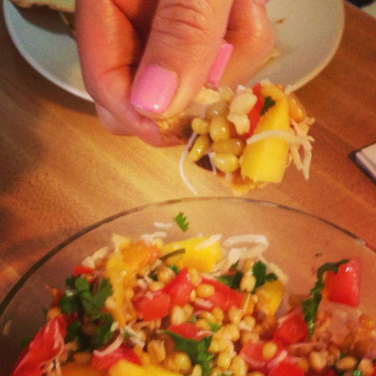 Tabule con mango y cilantro, variación a falta de perejil. Delicioso!