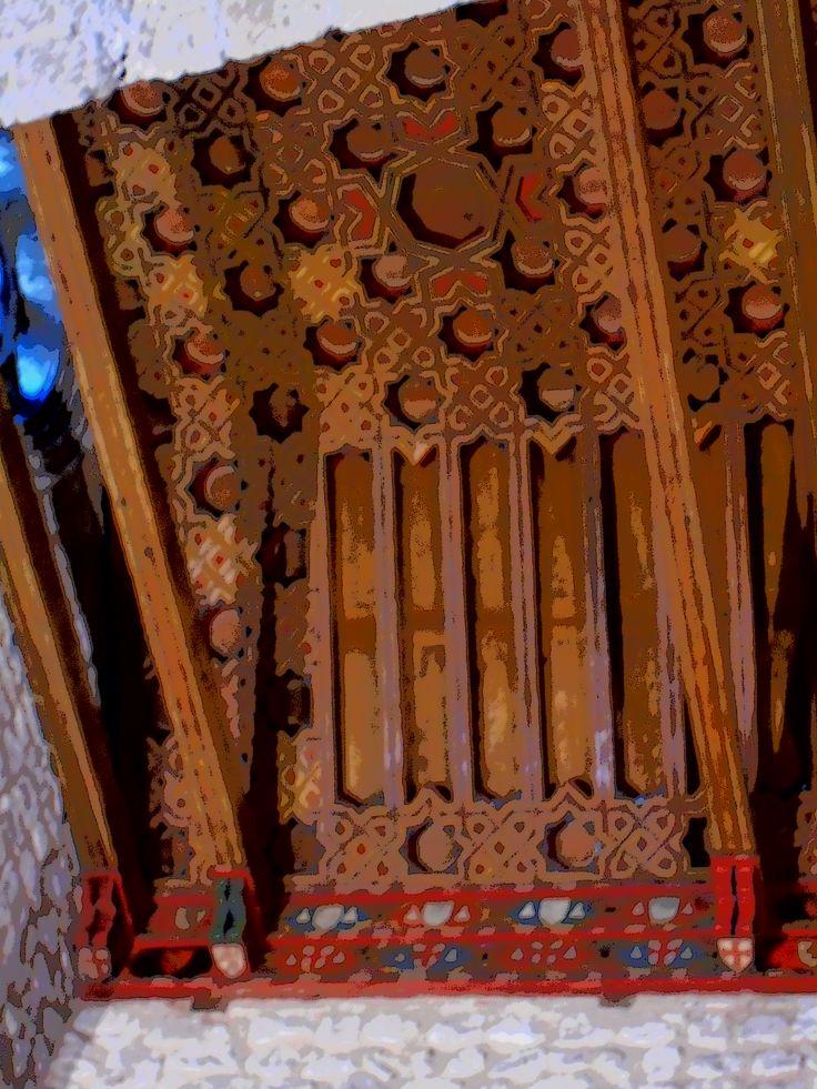 Artesonado mudéjar de estilo almohade. Ha sido descubierto y restaurado recientemente.