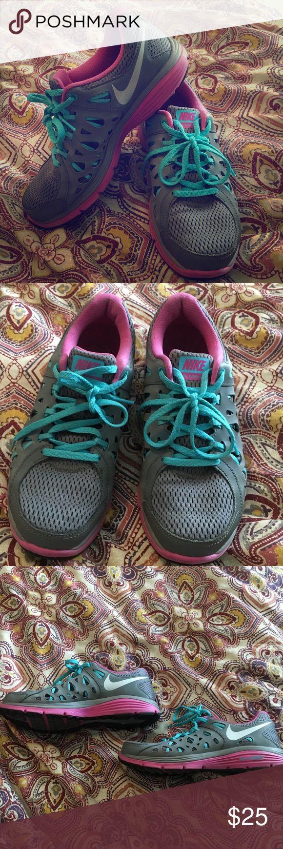 Nike Dual Fusion Run 2 Women's size 8. Nike dual fusion Run 2 shoes. Made for running. Prefect for getting that bikini bod! Nike Shoes Athletic Shoes