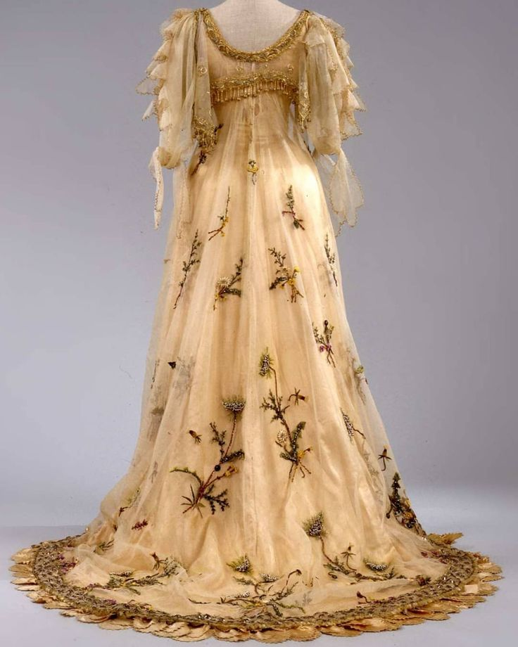 "2,784 Likes, 22 Comments - Maria (@historicalgarments) on Instagram: ""1906 evening gown by Rosa Genoni. ""This sheath dress with trumpet bell skirt and draping of tulle…"""