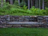 Stenläggning med större sittstenar