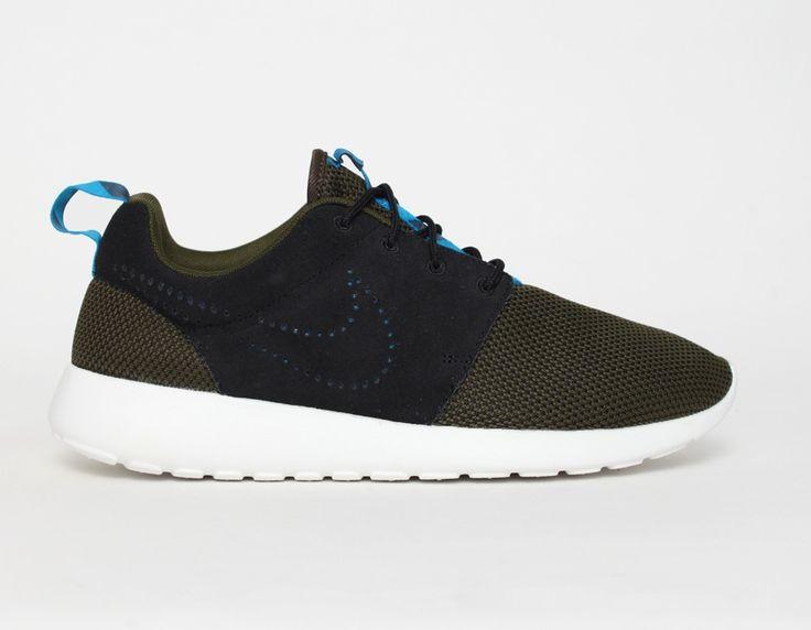 #Nike #RosheRun Khaki Black Blue #Sneakers