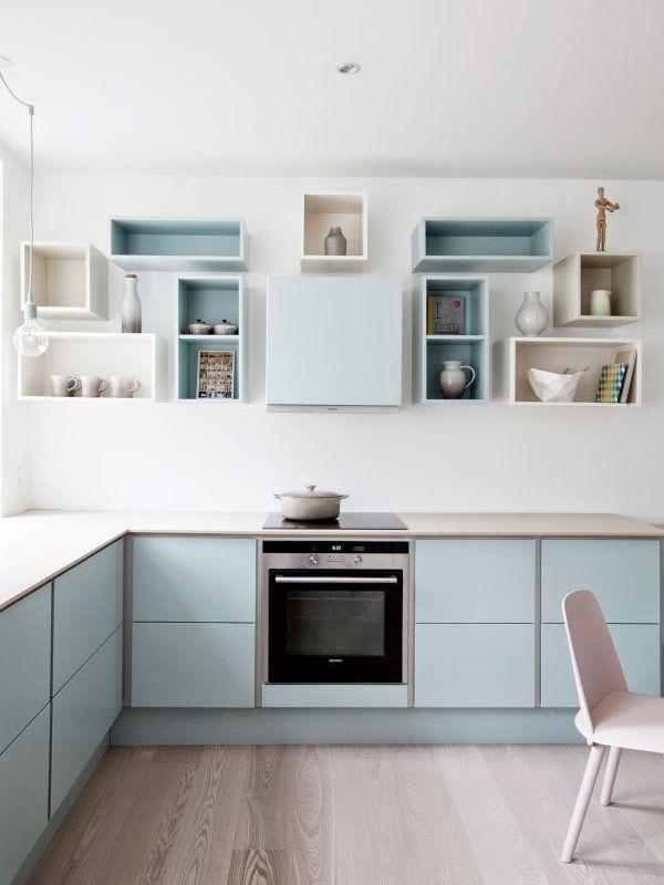 <p>Öppen förvaring i köket ger ett luftigt intryck. Plus att det är rätt trevligt att faktiskt visa upp vad som vanligtvis döljer sig bakom skåpluckorna. Här är 18 kreativa förslag på öppen förvaring i olika kök.</p>