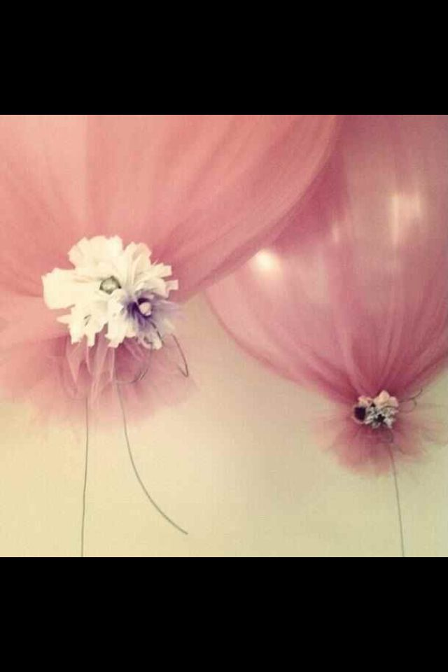 Balloons covered with tulle and ties with flowers. @Katie Schmeltzer Schmeltzer Schmeltzer Schmeltzer espy