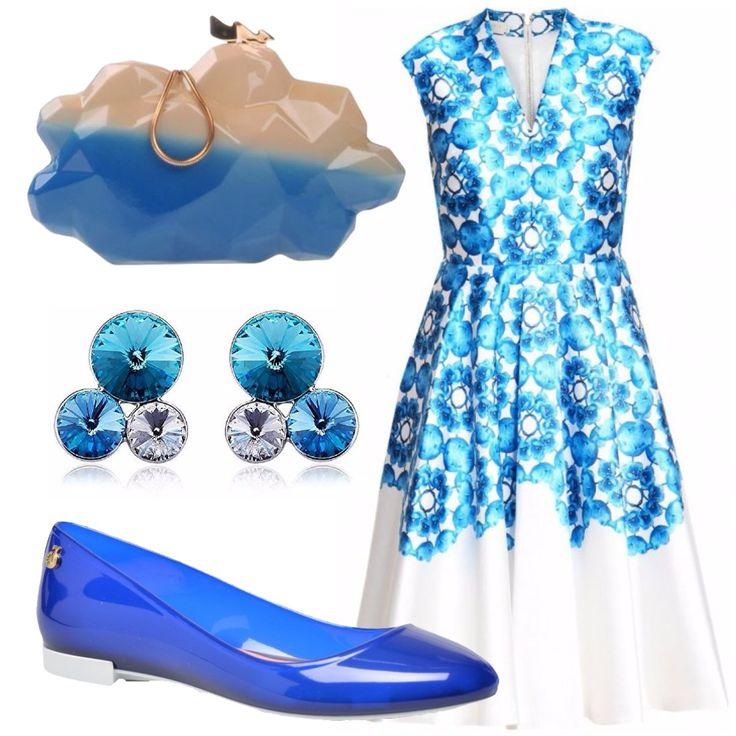 Look che ricorda gli anni '50 rivisitato. Vestito in seta dai colori brillanti con ampia gonna e orecchini con strass dello stesso colore, ballerina in plastica trasparente e borsetta a mano stravagante a forma di nuvola per la ragazza che ama sognare.