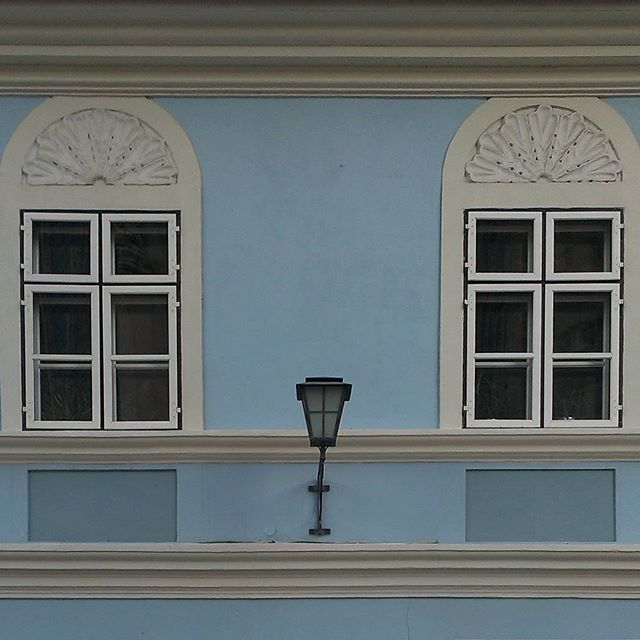 #blue #windows #lamp #facade #brasov #romania #architecture #ig_brasov #ig_romania #MadeinBrasov