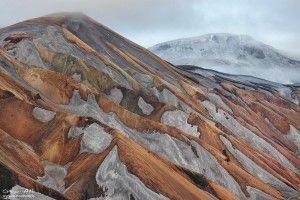 Colors and patterns of Austurbarmur near Landmannalaugar.