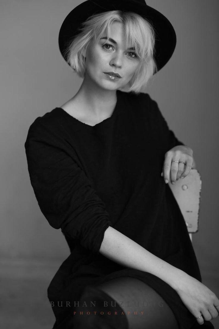 Model: Louisa Mazzurana Foto…