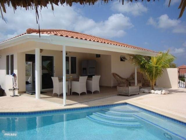 Villa Fancy in Jan Thiel, Banda Ariba (oost), Curacao.  https://www.micazu.nl/vakantiehuis/curacao/banda-ariba-oost-/jan-thiel/villa-fancy-11080/