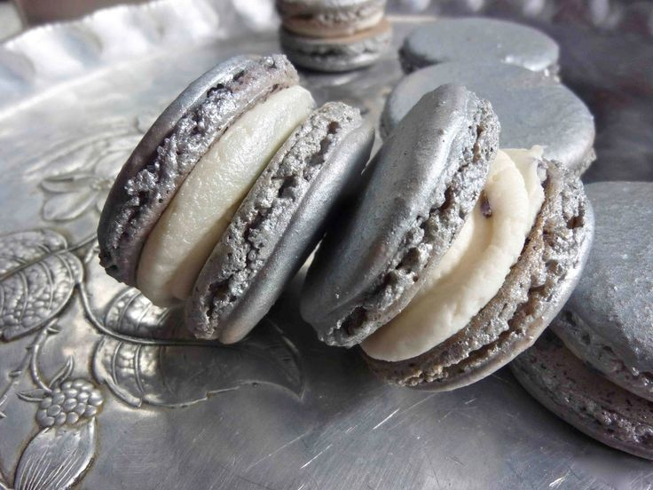 Diary of a Mad Hausfrau: Silver Macarons with Lavender Buttercream for a Wedding
