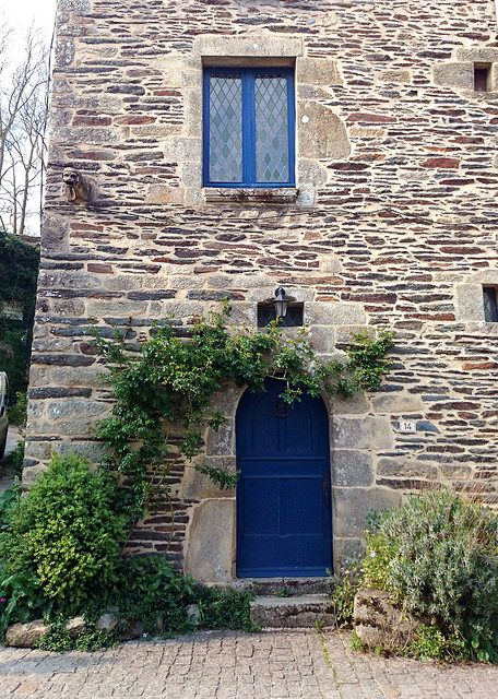 Blue door, Rochefort en Terre, Brittany