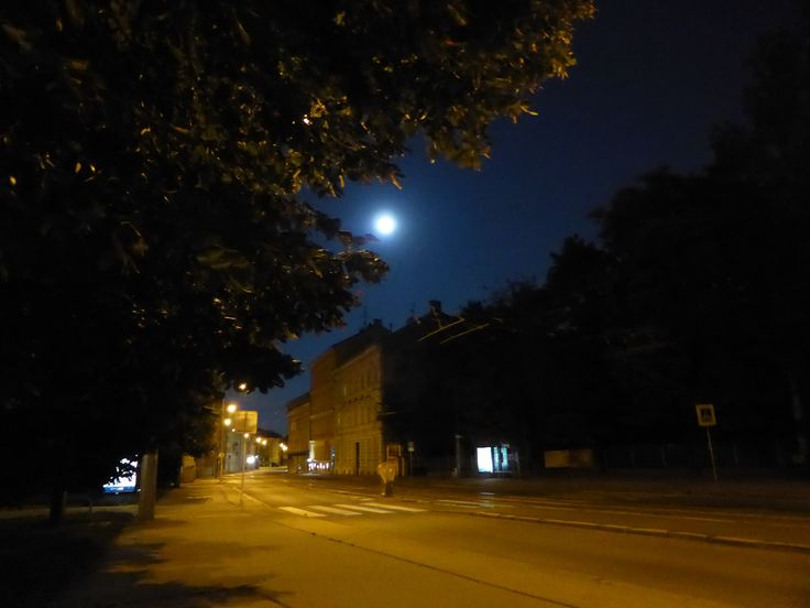 Full moon in the city.