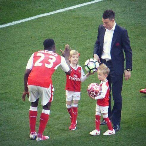 Laurent Koscielny,Raina and Noah #Arsenal #familytime #WeAreTheArsenal  #COYG  #PremierLeague >>May 21, 2017