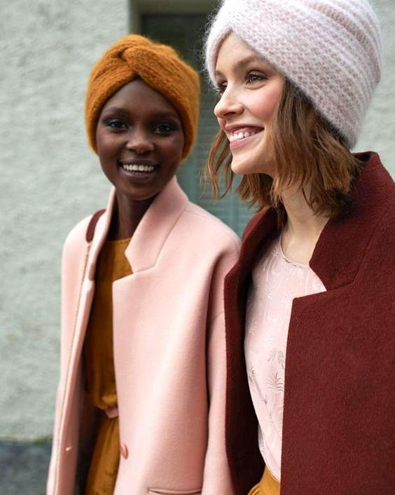 Avec sa dégaine forties, le bonnet turban parvient à rendre le froid désirable !