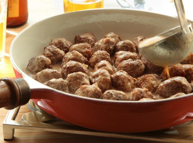 Yum... Id Pinch That! | Swedish Meatballs Recipe