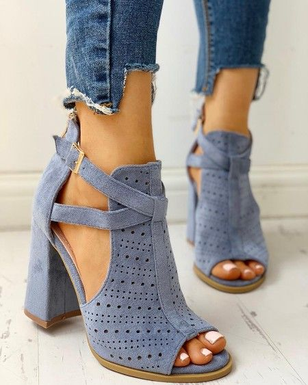e080e898f1 Suede Crisscross Strappy Chunky Heeled Sandals | De cumpărat in 2019 ...