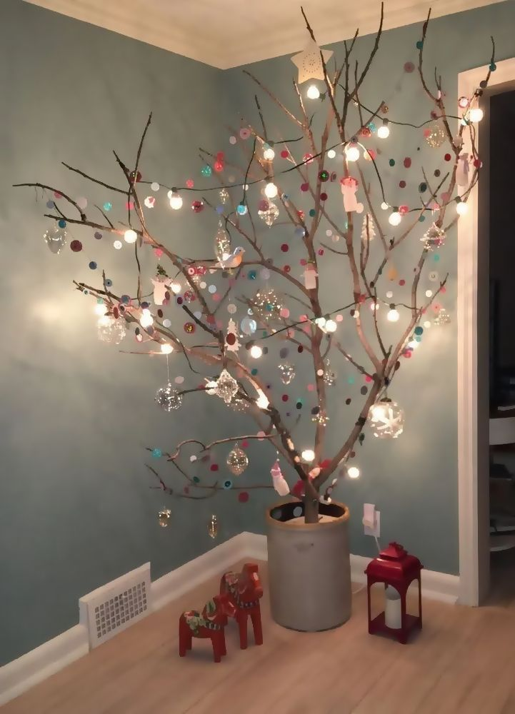 25 Amazing Diy Christmas Decor Ideas Using Branches And Twigs Creative Christmas Trees Easy Christmas Decorations Alternative Christmas Tree