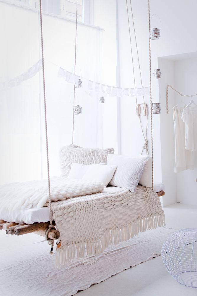 hanging bench/day bed // photo Jeroen van der Spek