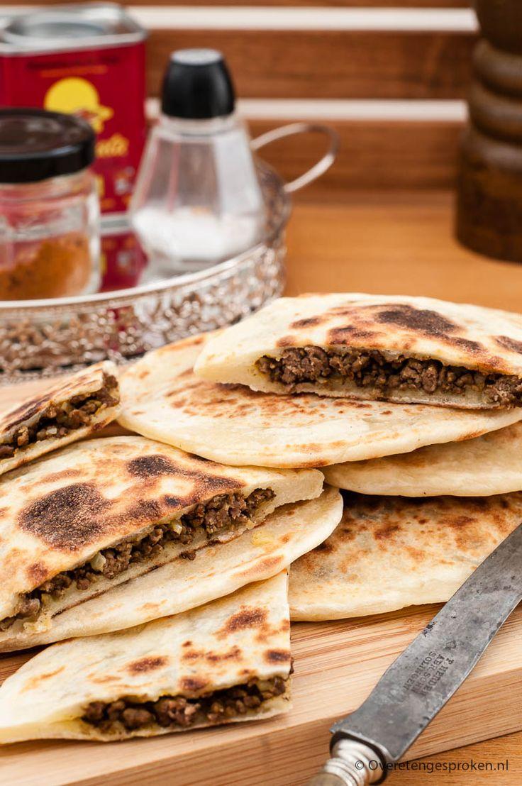 Gevuld plat brood - met gehakt en op smaak gebracht met ras el hanout