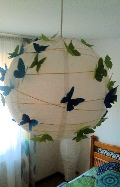 Papierlampe voller Schmetterlinge hängen