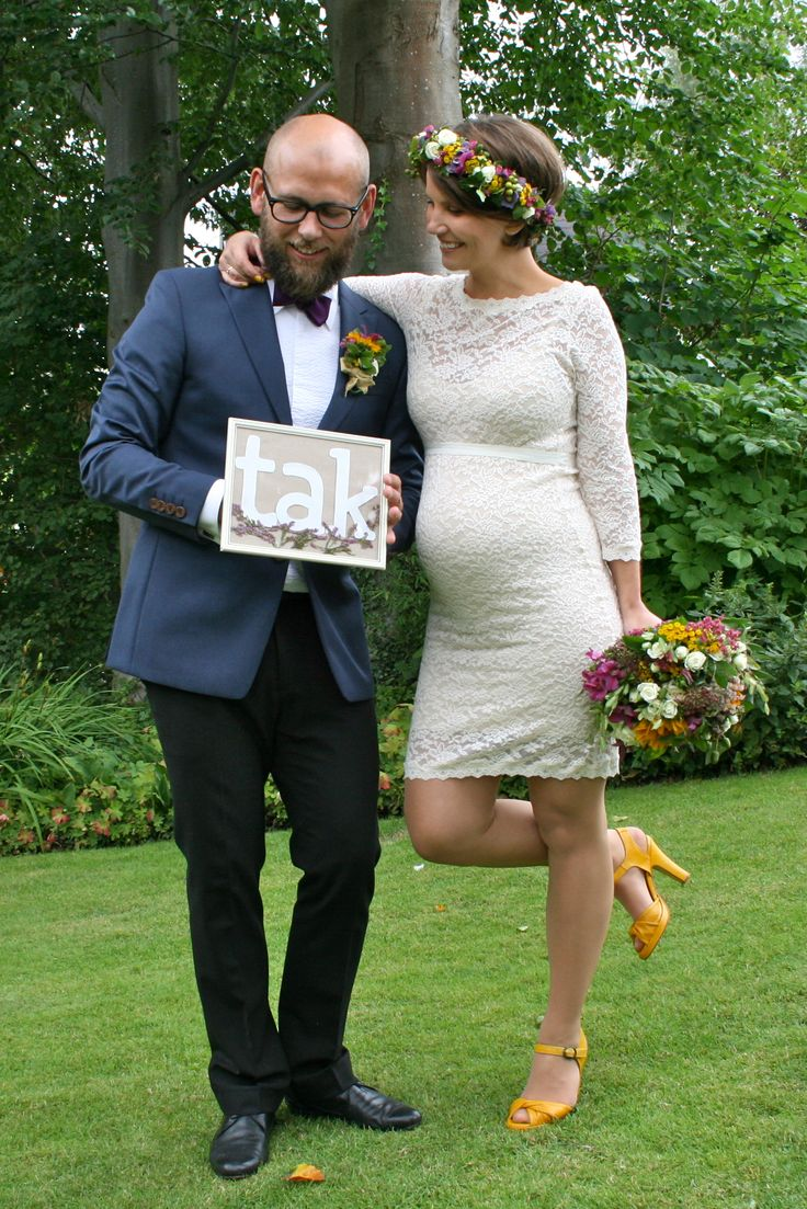 Thanks! Garden wedding, pregnant bride, flowers in the hair, yellow shoes, dress from Rosemunde, maternity dress, short wedding dress, my wedding, flower crown,