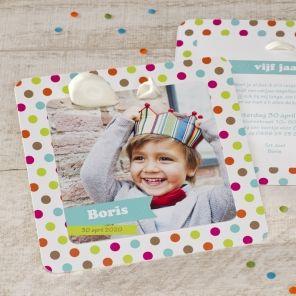 Kleurrijke fotokaart met ballon   Tadaaz #uitnodiging #kinderfeestje #verjaardag #inspiratie #thema #ballon #DIY #verjaardagsfeest
