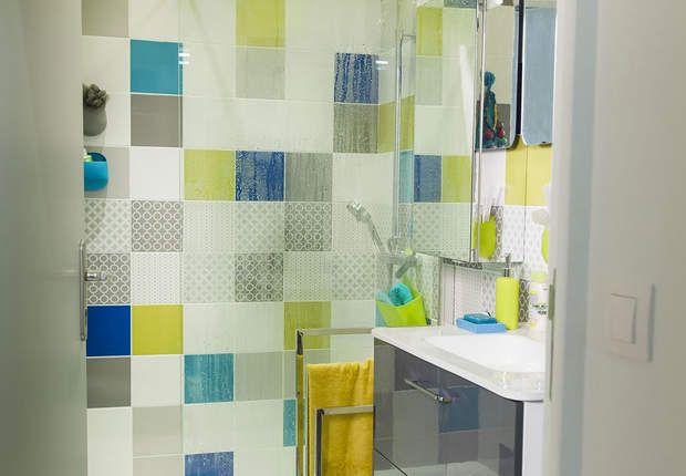 Salle de bains Leroy Merlin : le modèle aciduléParoi de douche fixe OPEN 2 - L 90 x H 195 cm - 129 € / Carrelage mural ASTUCE mat faïence Collection Maison gris galet n°3, bleu bleu n°2, gris galet n°5, bleu atoll n°3, vert botanique n°4 - 20 x 20 cm - 22.95 € / m2 / Carrelage mural ASTUCE brillant faïence Collection Maison blanc blanc n°0 20 x 20 cm - 13.95 € / m2 / Décor Astuce MONOCLE mat Collection Maison gris galet n°3 20 x 20 cm - 2.99 € / l'unité / Décor Astuce COROLLE mat Collection…