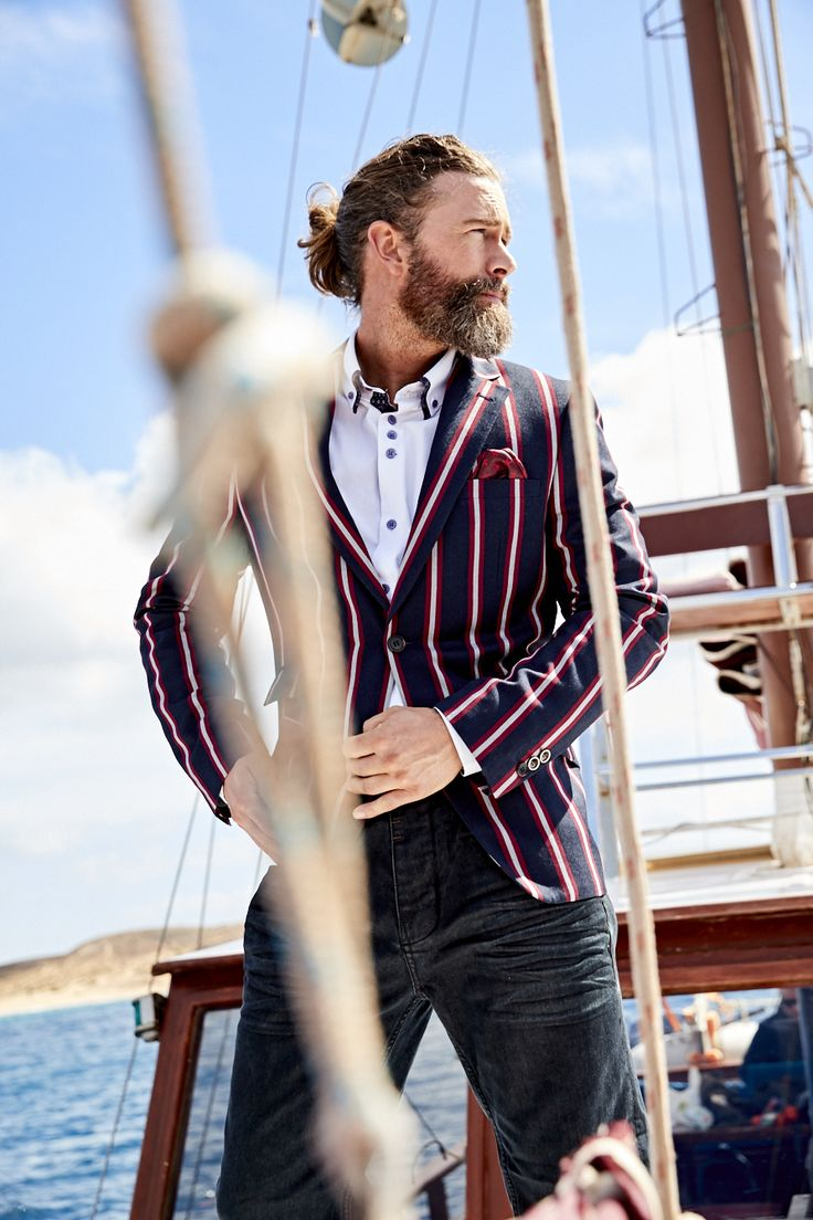 Turn on your best summer charm in this charismatic boating blazer. A sharp mix of stripes and pocket details add a dapper edge, finished with a jacquard lining for that extra punch of personality.