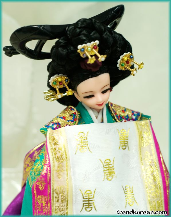 Korean Barbie Doll with Ceremonial Costume Nokwonsam.