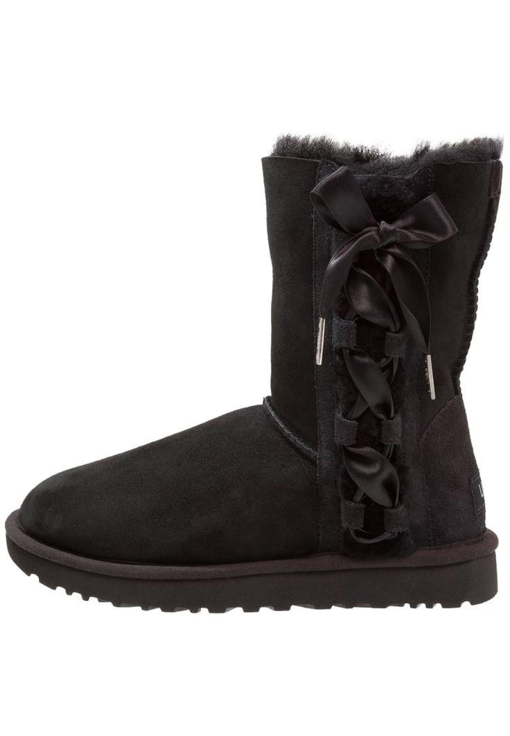 ¡Consigue este tipo de zapatillas altas de UGG ahora! Haz clic para ver los detalles. Envíos gratis a toda España. UGG PALA Botines black: UGG PALA Botines black Zapatos   | Material exterior: cuero velour, Material interior: piel, Suela: fibra sintética, Plantilla: lana | Zapatos ¡Haz tu pedido   y disfruta de gastos de enví-o gratuitos! (zapatillas altas, alta, bota, zapatillas medias, high, high-tops, high top, bota, botas, boot, boots, corte alto, hohe sneakers, tenis altos, chaussu...
