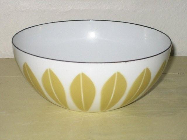 Cathrineholm Lotus retro enamel bowl. #Cathrineholm #Lotus #Prytz #Kittelsen #kitchenware #enamel #bowl #retro #emalje #skaal. SOLGT.