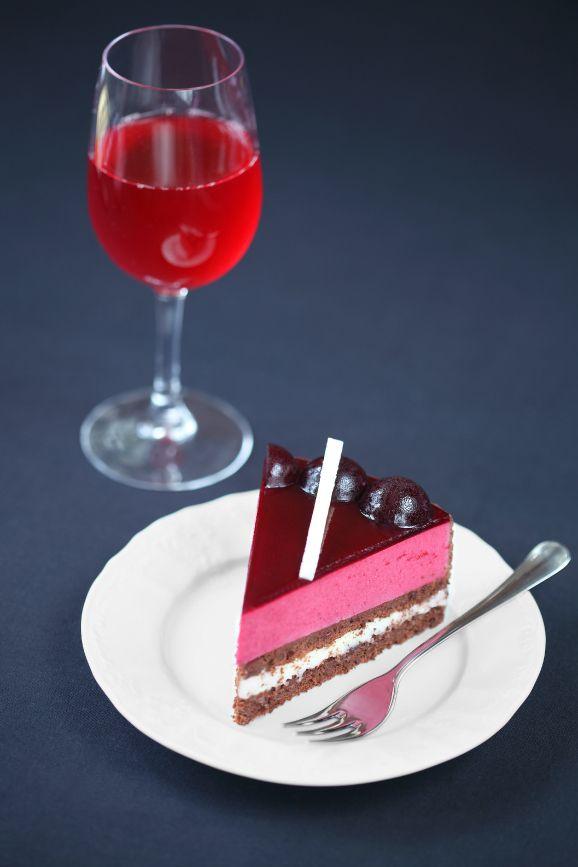 A receita em português está em baixo.  Секрет уникального вкуса этого торта кроется в волшебной ягоде - жимолости, на ос...