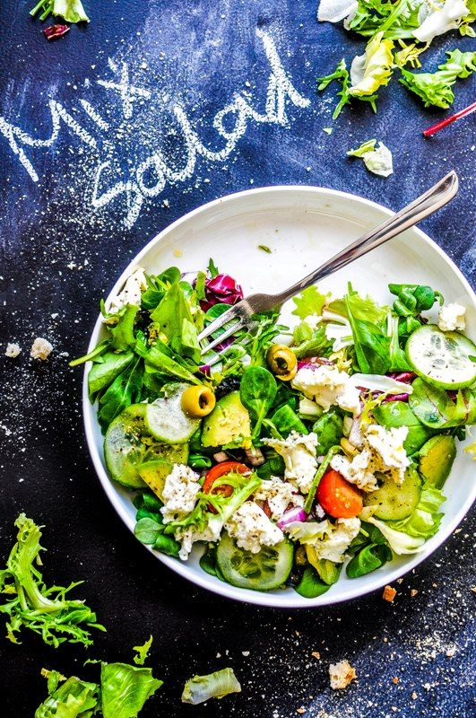 Delicious Personnel: Salad with avocado, mozzarella and tomatoes