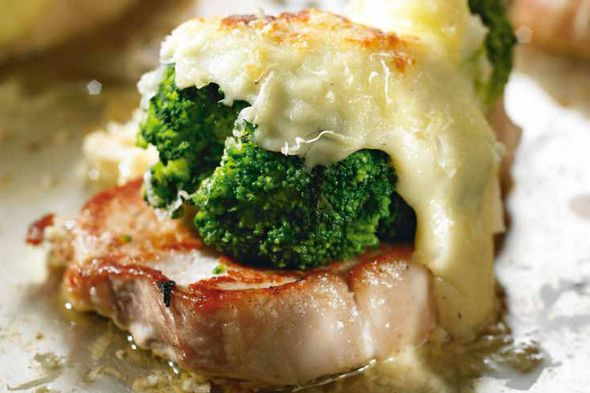 Baked pork chops with broccoli and cheese + Dveri Pax, Laški Rizling 2015