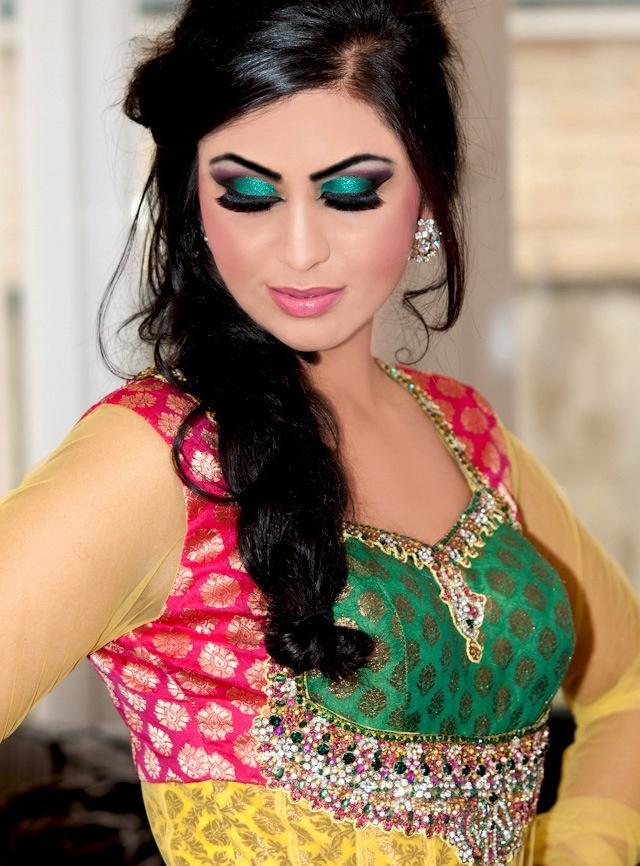 Mehndi look by the mehndi parlour