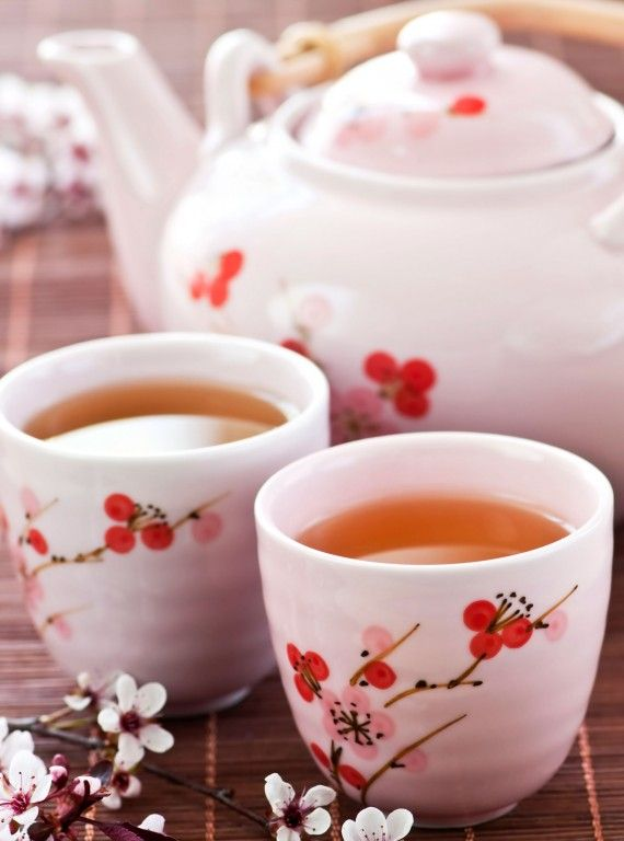 Proper Green Tea: Water temperature is critical for best quality green tea. Boil the water, let it cool 5 mins to reach 165-170 degrees F. Place one heaping tsp loose green tea or one teabag per cup. Pour water over tea and cover. Green tea has a short st