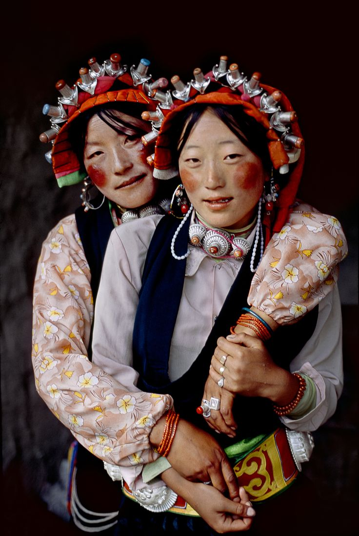 These two girls were photographed in Tibet | ©Steve McCurry