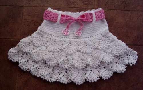 crocheted girls skirt with ruffles