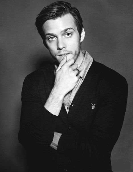 General picture of Jake Abel - Photo 14 of 151