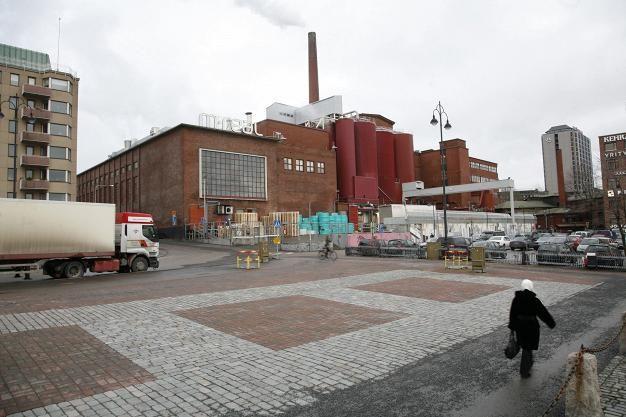 Takon tehdas keskellä Tamperetta Laukontorilta kuvattuna.