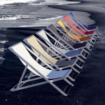 This Outdoor Chair Features An Anodized Aluminum Frame With Nautical Yacht  Fabric Within The Frame Like A Hammock.