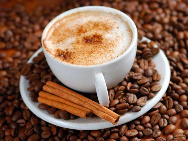 Капучино в домашних условиях: как приготовить Как взбить молоко для капучино в домашних условиях. Капучино – идеальный утренний напиток для тех, кто устал от классического кофе или никогда его не любил. Однако большинство людей полагают, что в домашних условиях сделать капучино невозможно, если не…
